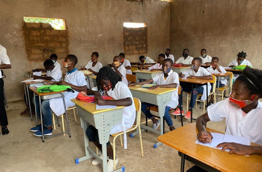 """Fundação Ulwazi e Centro de Estudos Ufolo implementam projecto """"Unidos pela Educação"""""""